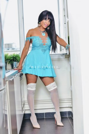 Guenhaelle escorte girl ladyxena massage tantrique